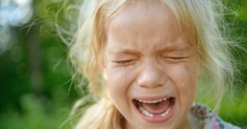 Vì sao nước mắt có vị mặn?