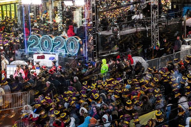 Thế giới sẽ đón năm mới 2021 khác lạ giữa sóng thần Covid-19 - 2