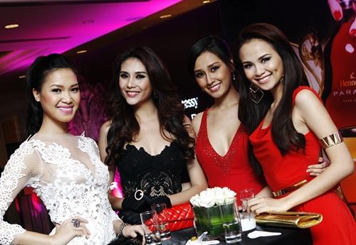 Hoa hậu đang bị lợi dụng để quảng cáo rượu chăng?