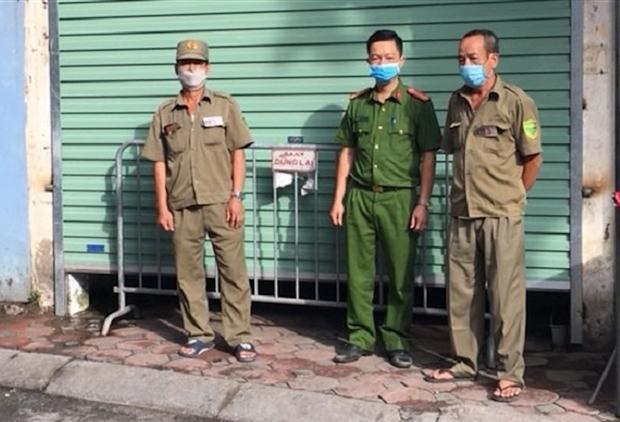 Phong tỏa 3 căn hộ liên quan ca dương tính SARS-CoV-2 tại đường Cổ Nhuế