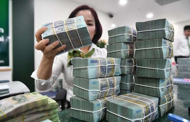 Người dân kém mặn mà gửi tiền ngân hàng