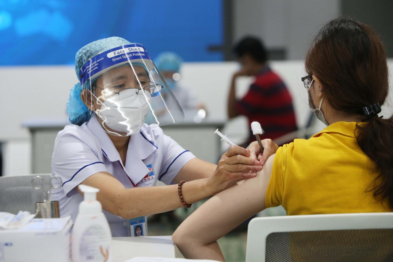 Tin tức kinh tế ngày 23/07: Tiêm chủng vắc xin sẽ góp phần phục hồi nền kinh tế