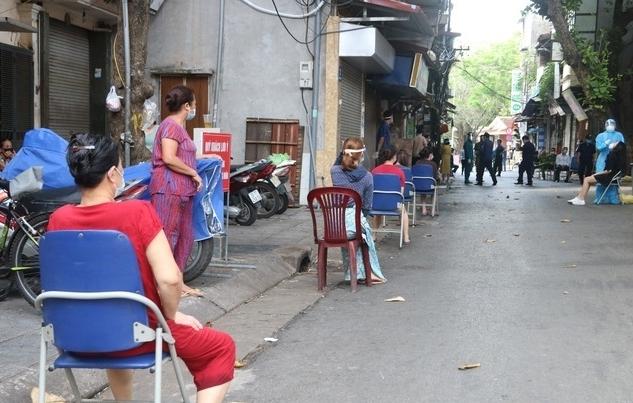 Hà Nội: Lấy mẫu xét nghiệm SARS-CoV-2 cho người dân phố Đội Cấn