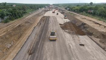 Tháo gỡ vướng mắc về nguồn vật liệu thi công dự án cao tốc Bắc - Nam