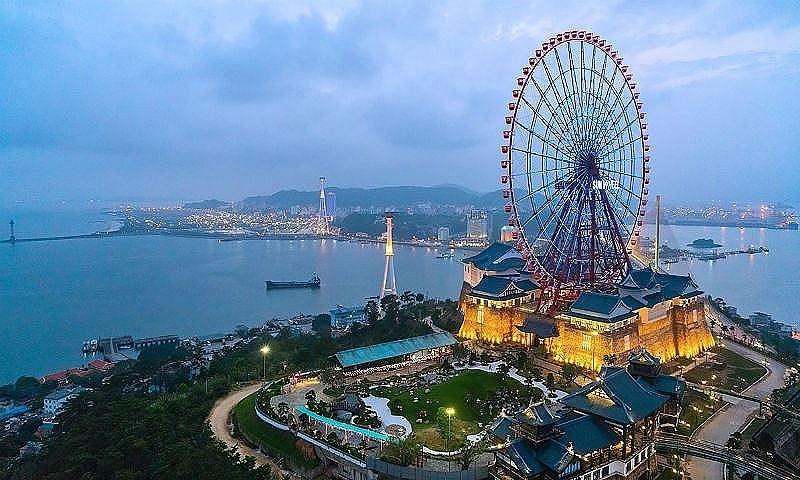 Tỉnh Quảng Ninh chính thức mở lại một số dịch vụ du lịch nội tỉnh từ 0 giờ ngày 21/9 và tính tới sẽ mở cửa đón khách ngoại tỉnh vào 2 tháng cuối năm 2021.