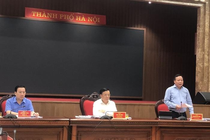 Phó Bí thư Thành ủy Nguyễn Văn Phong báo cáo tại giao ban