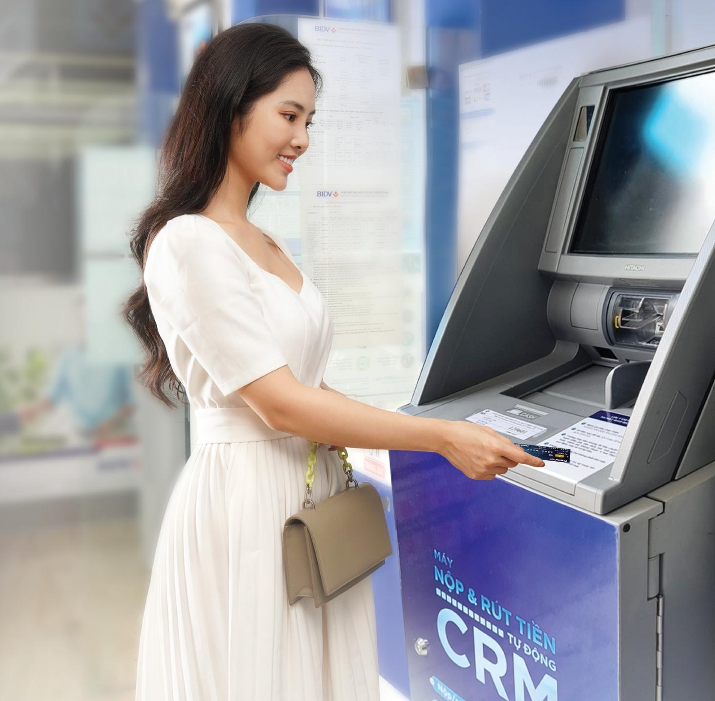 """BIDV """"chơi trội"""" về công nghệ: Triển khai hệ thống CRM - Máy nộp và rút tiền tự động với nhiều tiện ích"""