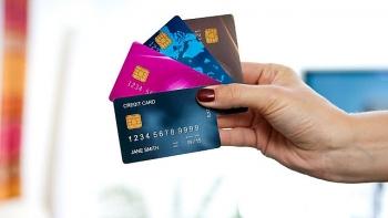 Tăng cường phát hành thẻ tín dụng dễ đẩy rủi ro đến người tiêu dùng