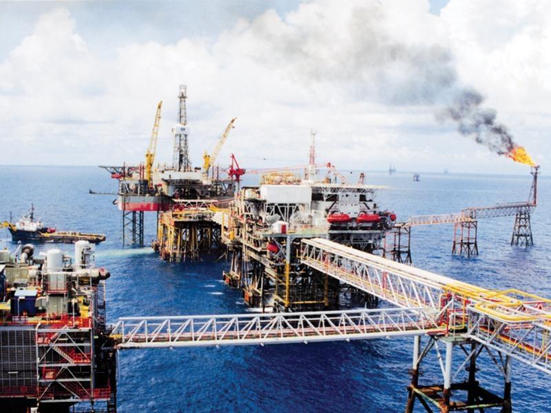 """6 tháng đầu năm, nguồn thu từ dầu thô """"chảy"""" vào ngân sách hơn 21.000 tỷ đồng"""