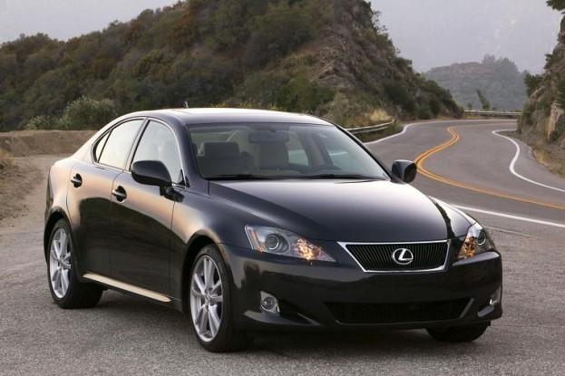 Hơn một triệu Corolla và Lexus IS dính thu hồi của Toyota