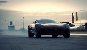 Xem siêu xe Rimac cho Ferrari 458 Spider hít khói