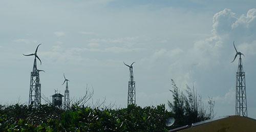 Năng lượng gió đem lại ánh sáng trên đảo Trường Sa Đông.