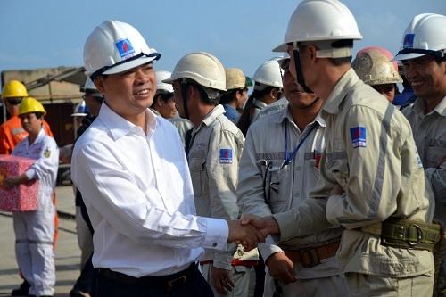 Chủ tịch HĐTV PVN thăm và chúc Tết Công ty Công nghiệp tàu thủy Dung Quất