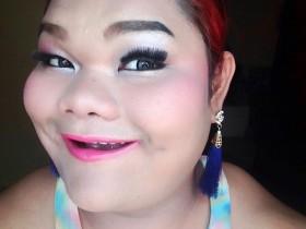 Hình ảnh nàng béo Happy Polla đến Việt Nam gây xôn xao