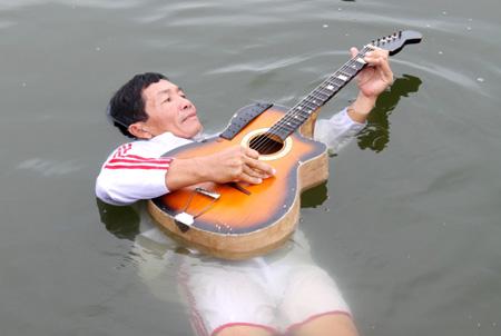 Người phụ nữ có khả năng nổi trên mặt nước ở Quảng Nam