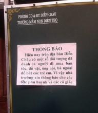 Nhà trường dán thông báo đề phòng bắt cóc học sinh