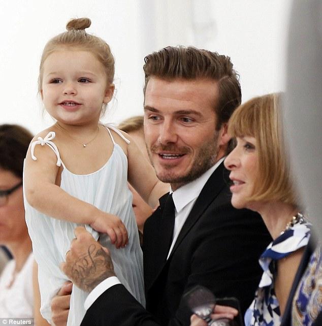 Victoria Beckham: từ thành viên hát lót đến tượng đài thời trang ảnh 5