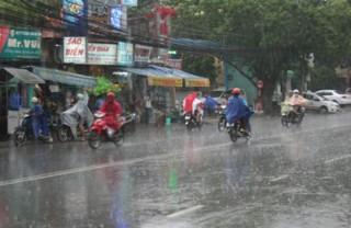 Chiều tối 4/7, Hà Nội đón mưa giông