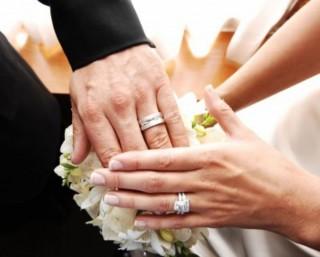 Hai chiếc nhẫn và ba cánh tay
