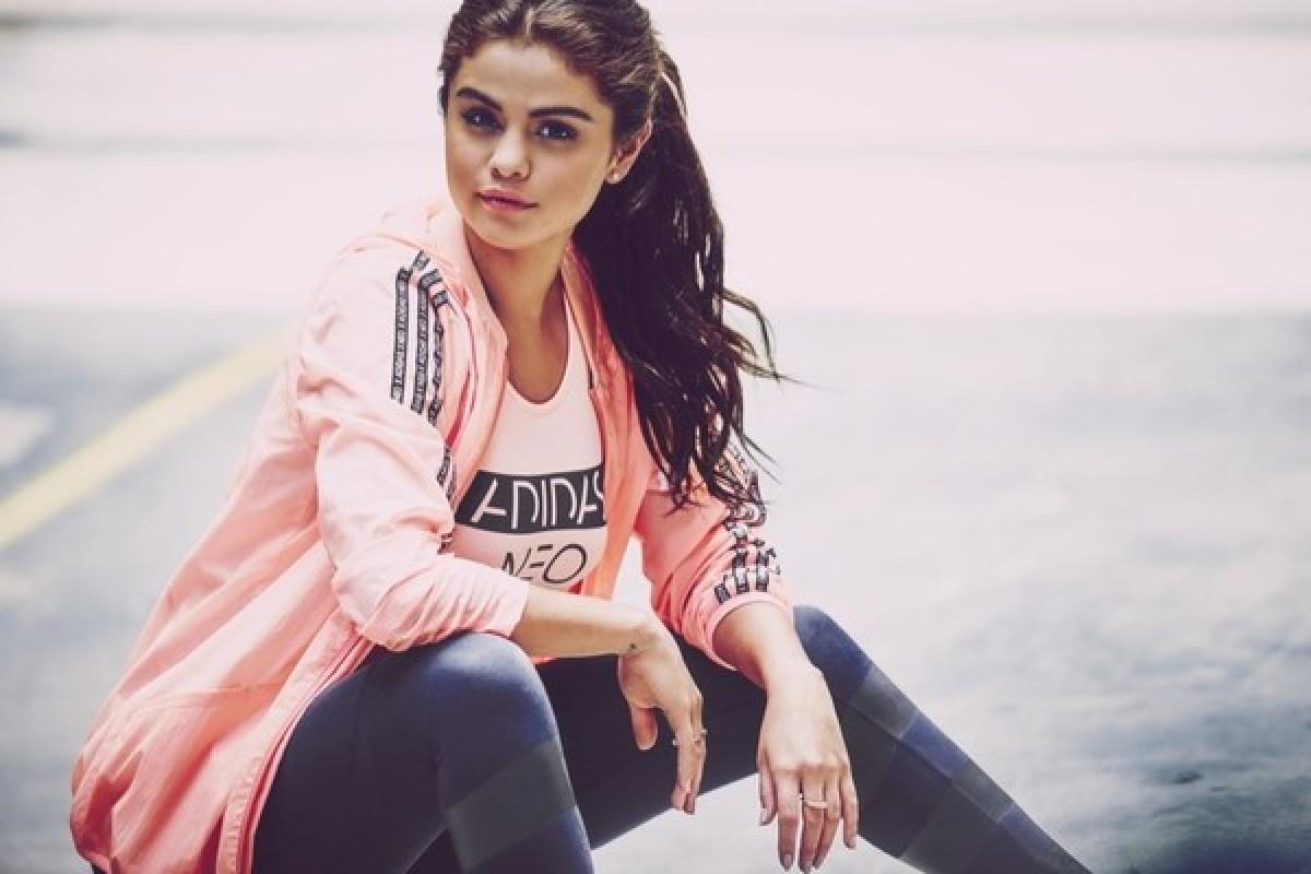 selena gomez khoe khoan trong lookbook adidas neo