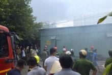 Cháy xưởng vàng mã, lan sang 10 nhà dân