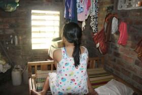 Nữ sinh 15 tuổi mang thai vì... trông con cho hàng xóm