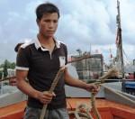 Nhiều tàu ở đảo Lý Sơn bị chặt dây neo trong đêm mưa