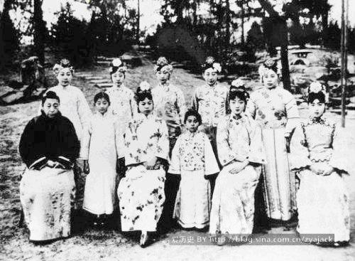 Những điều ít biết về hôn nhân của 7 em gái Phổ Nghi