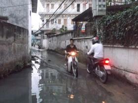 Hà Nội: 5 năm sống cùng... nước thải