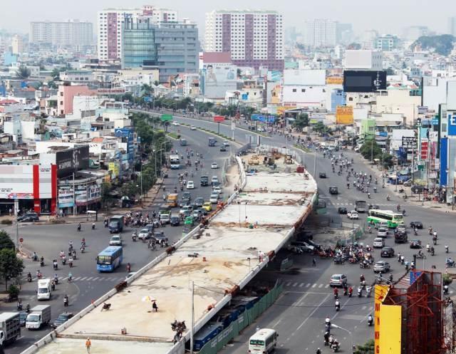 Sắp thông xe 2 cầu vượt thép đầu tiên ở TP HCM