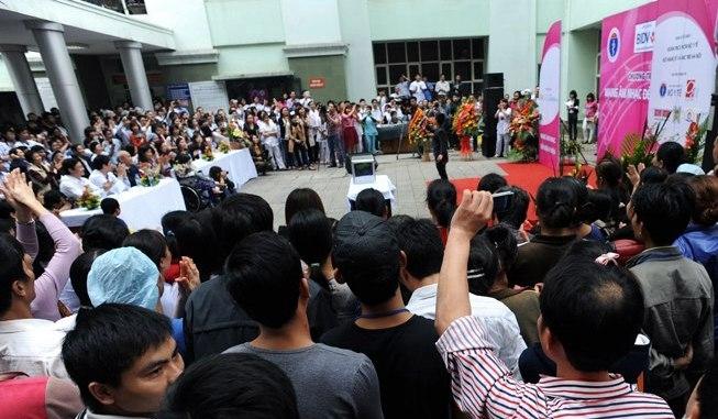 Nghệ sĩ Bắc - Nam gửi món quà ý nghĩa tới các thầy thuốc Việt Nam