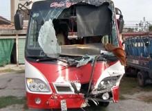 Xe khách đối đầu, 13 người thương vong