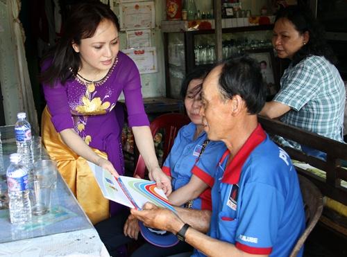 Công đoàn Dầu khí Việt Nam thăm, tặng quà người lao động bị tai nạn