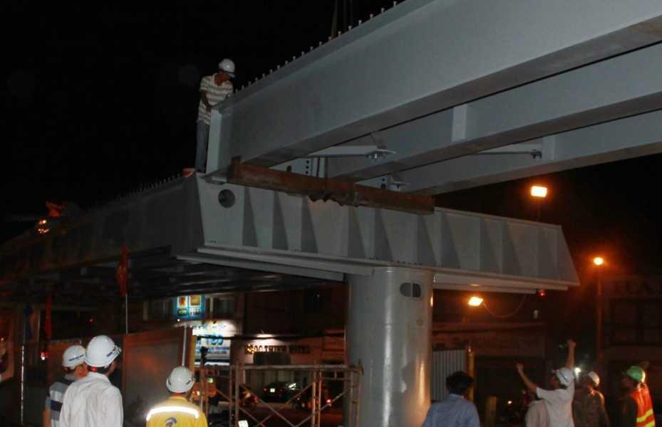 Cầu vượt thép vòng xoay Lăng Cha Cả sẽ thông xe sớm gần 2 tháng