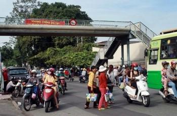 TP HCM chi 33 tỷ đồng xây 3 cầu vượt đi bộ