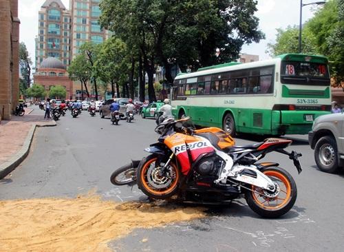 Mô tô đâm xe máy, 2 người bị thương nặng