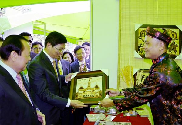 Tranh gạo Việt Nam trưng bày tại Hàn Quốc
