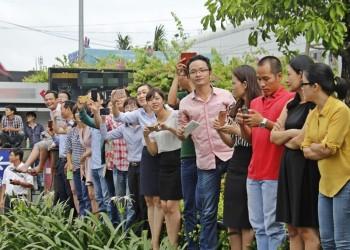 Người dân Sài Gòn hào hứng chào đón ông Obama