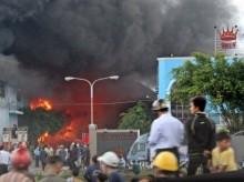Cháy lớn tại công ty nệm ở Củ Chi