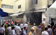Cháy lớn ở xưởng sơn ô tô giữa trung tâm Sài Gòn