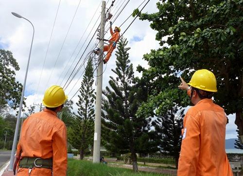 EVN SPC cung cấp điện ổn định trong 6 tháng đầu năm 2015