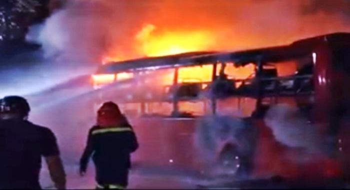 Xe khách giường nằm cháy rụi khi vừa về bến