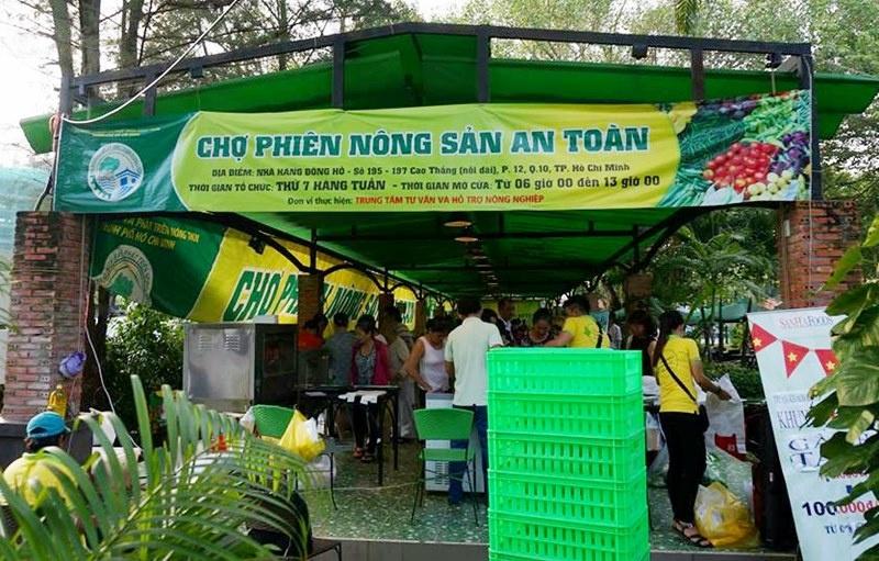 tp hcm to chuc cho phien nong san an toan tai cong vien