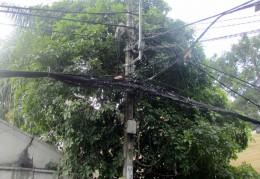 TP HCM: Cột điện cháy nổ dữ dội