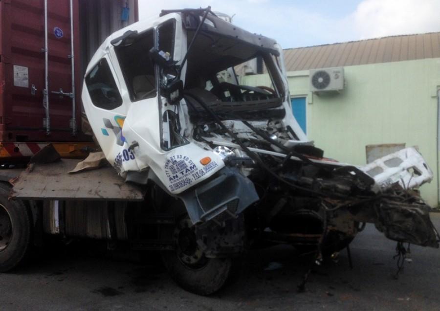 Tai nạn trên cao tốc TP HCM - Dầu Giây, tài xế container nguy kịch
