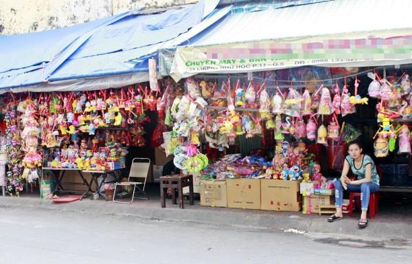 Đìu hiu phố lồng đèn Sài Gòn