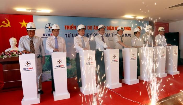 Cà Mau triển khai dự án cấp điện cho gần 1.400 hộ dân