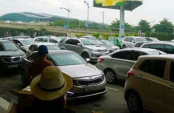 TP HCM đề xuất quản lý taxi Uber, Grab như taxi truyền thống