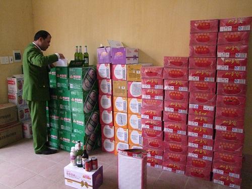 Lạng Sơn: Bắt giữ ô tô chở hơn 100 thùng hàng lậu