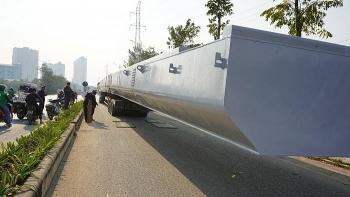 Phát hiện xe đầu kéo chở theo dầm sắt khủng lọt qua 3 tỉnh